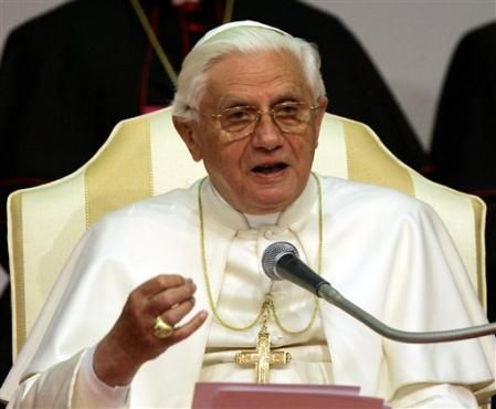 Pope visits Milan for world conference on families
