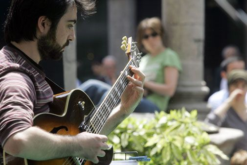 New rules for Milan buskers