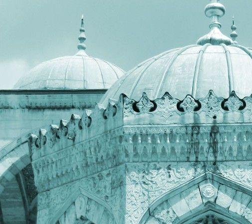 Aliantedizioni - Exhibition dedicated to the city of Istanbul.