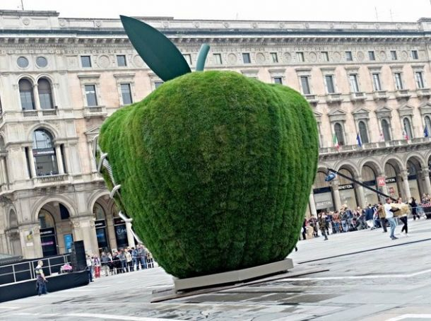 Giant apple in Piazza del Duomo