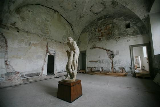 The new gallery in Castello Sforzesco before restoration.