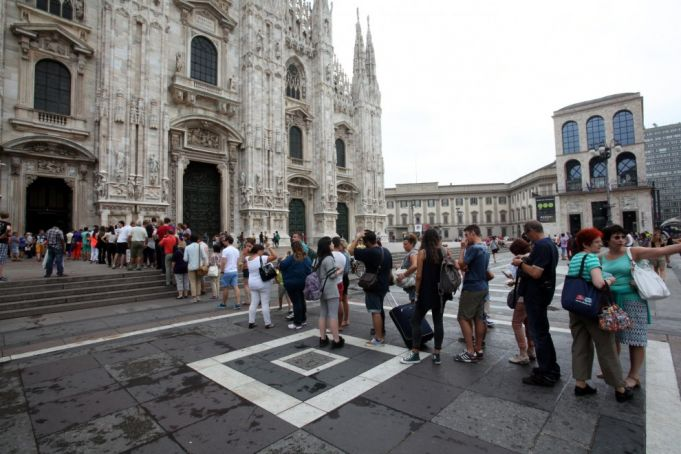 Milan cathedral fast-tracks the faithful