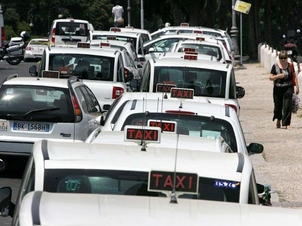 Milan tests single phone number for taxis