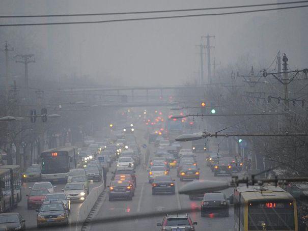Milan smog triggers pollution controls