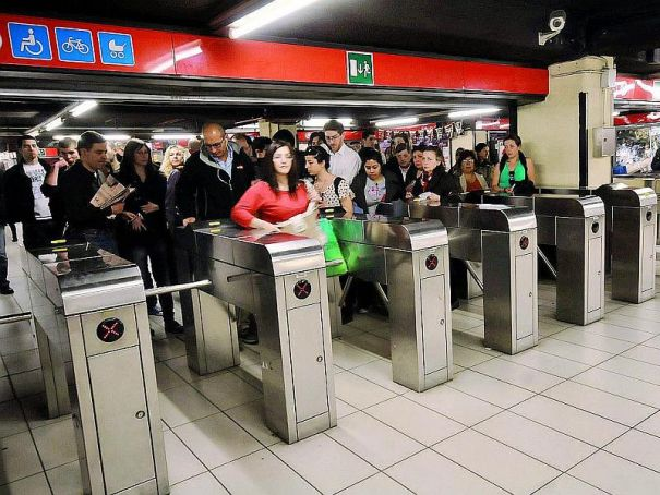 Milan metro foils fare-dodgers