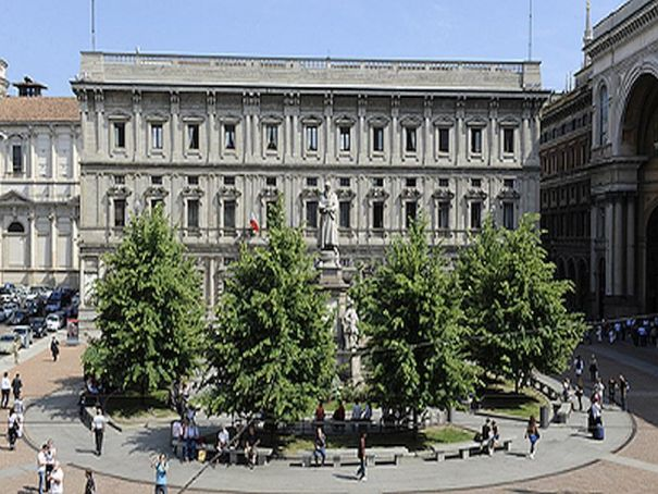 Milan opens city hall to visitors, tourists
