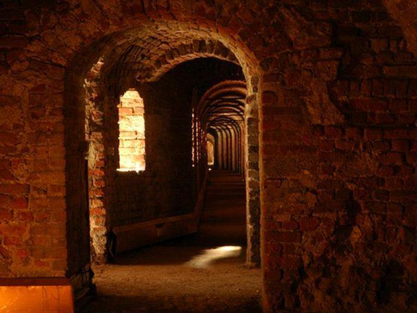 Leonardo guides visitors to Milan's Castello