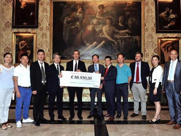 Milan's Chinese make donation to quake victims