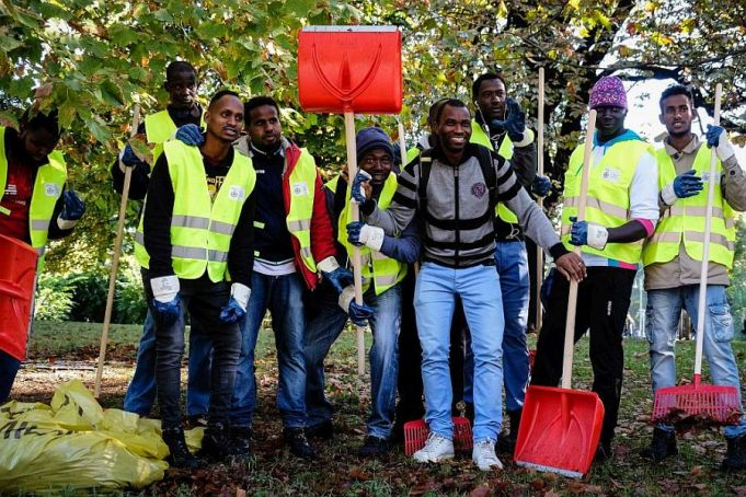 Milan immigrants help clean the city