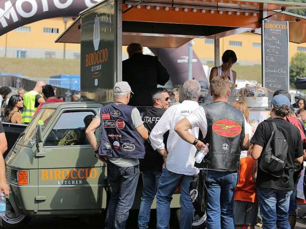 Street food trucks invade Milan