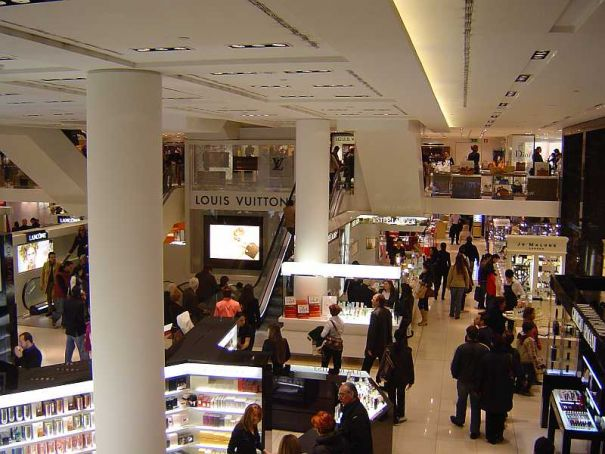 "Milan Italy's top ""shopping tourism"" destination"