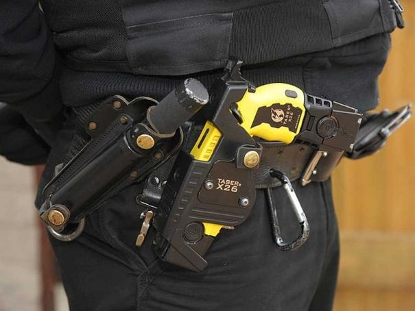 Tasers issued to Milan cops