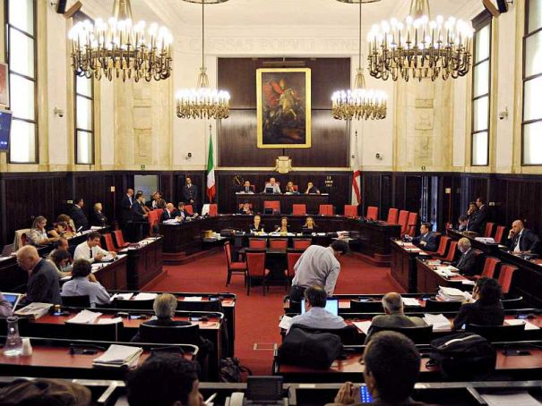 "Milan city hall opens to ""Question Time"""