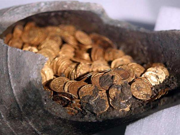 "Roman coins ""worth millions"" found in Como"