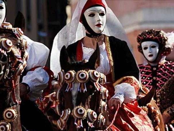 Milan carnival starts in Porta Venezia