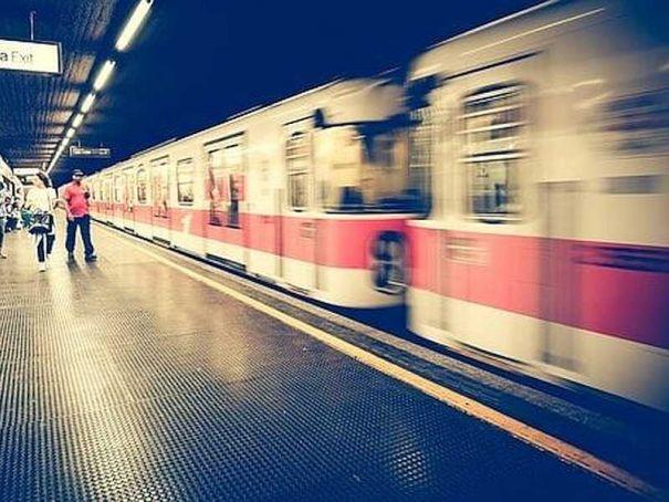Milan metro: series of emergency stops injures passengers