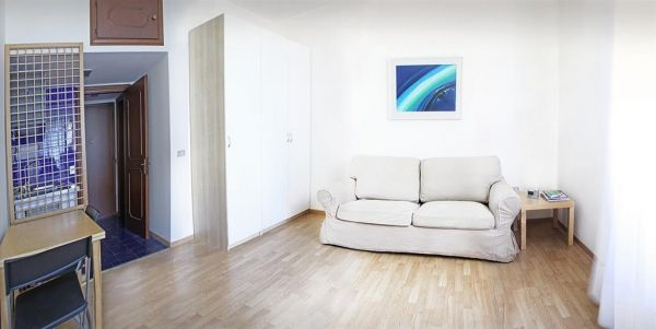 Studio apartment, ideal for one, good central location, available now - image 1
