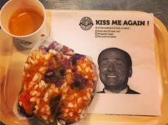 Kiss me again. Berlusconi at Bagelstein's