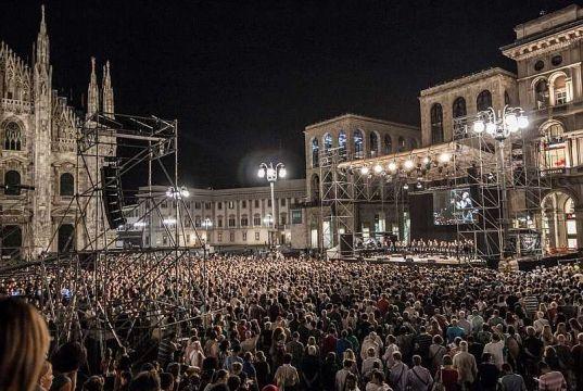 MITO Settembre Musicale Public sing-along in Milan's Piazza del Duomo