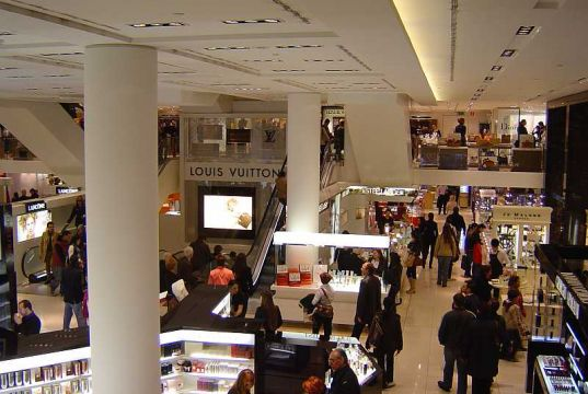 "Milan Italy's top ""shopping tourism"" destination"