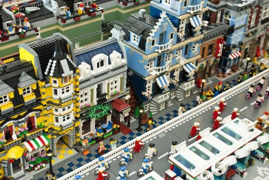 City Booming Milan with 7 million Lego bricks