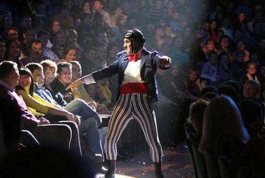 Clowns invade Milan for carnival week