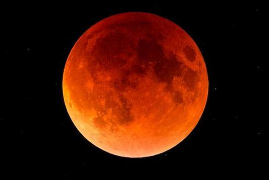 Blood moon visible over Milan