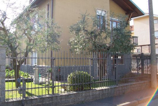 SALONE DEL MOBILE APARTMENT FOR RENT ACCOMMODATION fully Furnished
