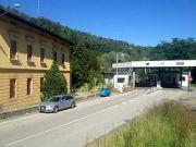 Switzerland to close three border crossings at night